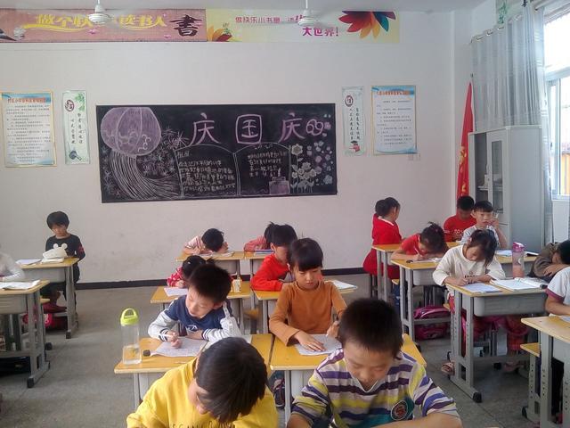阜南六小分校唐校长布置了各班召开 国庆节安全教育 主题班会