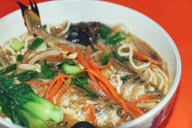 """老温州才知道的""""毛昌佬"""",一碗鱼头面,秒杀各路网红美食!"""