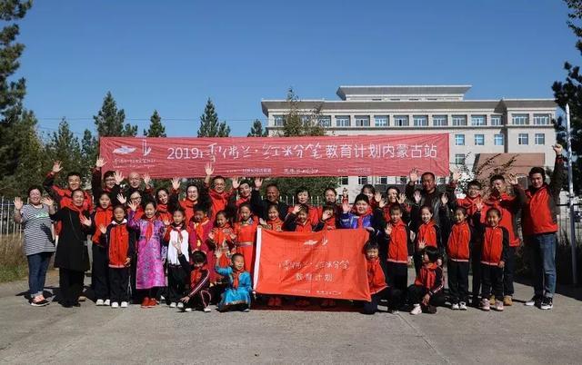 军武内蒙古支教,孩子们说要当坦克兵,驾驶最先进的内蒙古特产