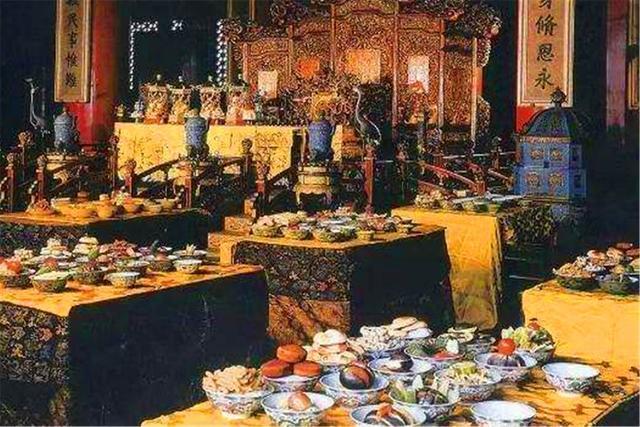 清朝后宫每天伙食如何?这些妃子吃不起鸡蛋,皇后一天几十斤猪肉