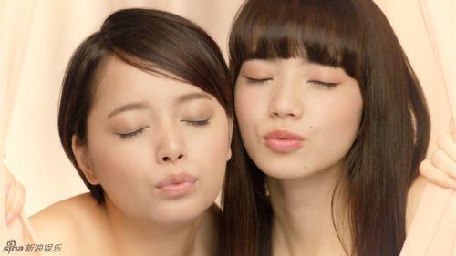 日本女星小松菜奈拍小女摸胸送吻展露特工_性感广告性感2文字版图片
