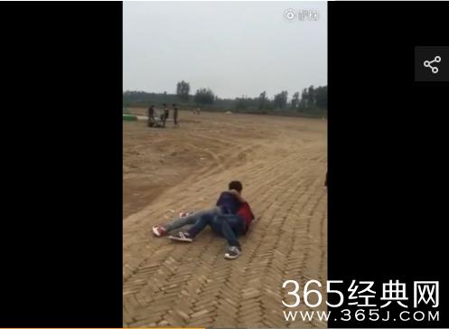 学生打架斗殴视频_沧州盐山某学校学生群殴视频