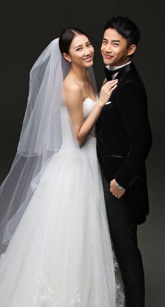 弦子老公李茂个人资料 近日,李茂与弦子曝光一组黑白经典礼服婚纱照