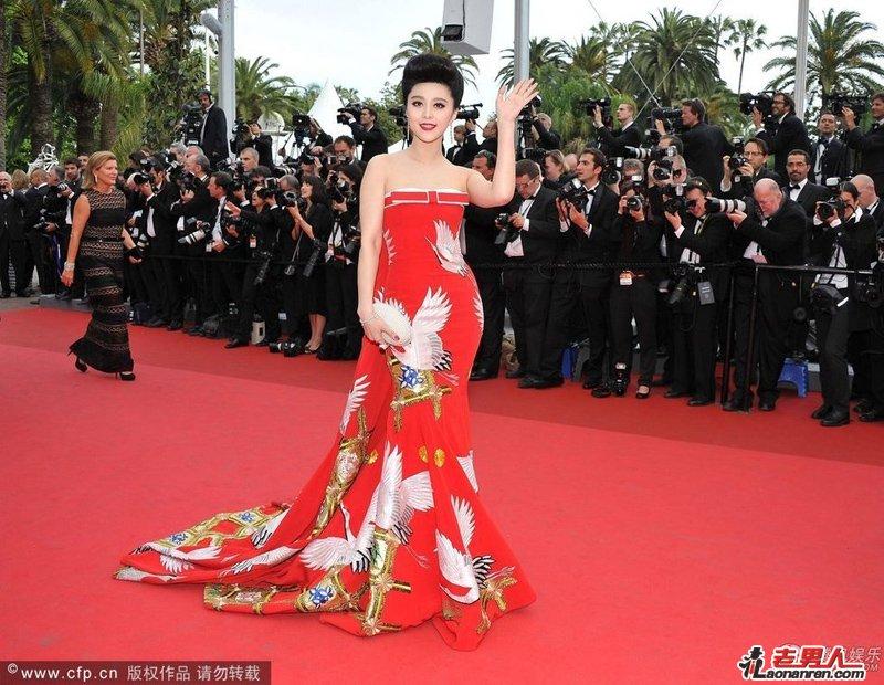 范冰冰仙鹤裙亮相戛纳电影节红电影地毯3d战争图片