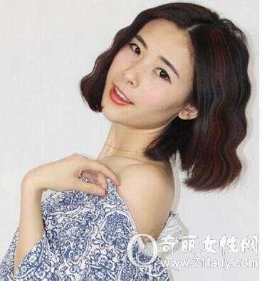 最新时尚发型短发中分水波纹烫发纹理与韩式图片感短发图片