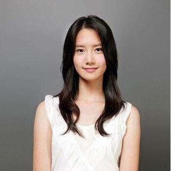 国字脸女生适合的发型 齐刘海短烫发与侧分短直发显脸型精致图片