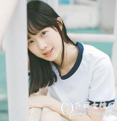 学生头发型图片 空气刘海加自然黑色发色显得更清纯美丽图片