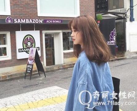 韩国女生短发发型 内扣烫发发型与中分的微卷发让你时髦又吸睛图片