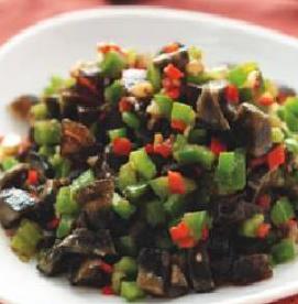 青椒炒皮蛋怎么做爽口 如何做好吃的青椒炒皮蛋
