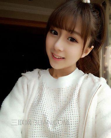 侧肩上扎起来的辫子分外的漂亮,梳优雅小女生的齐刘海,更有学生风味图片