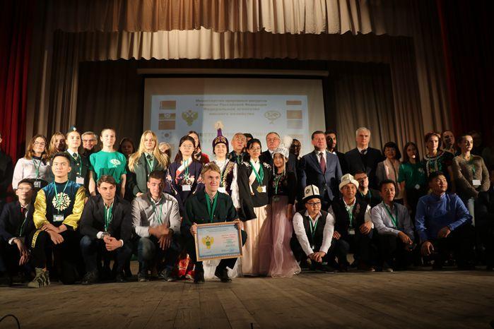 中国林业大学生夺得第16届国际青少年林业比赛冠军