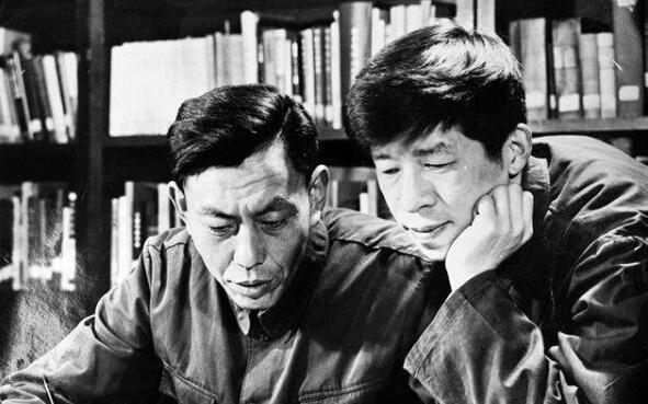"""张广厚坚持读书的故事,念书成""""吃书""""大王"""