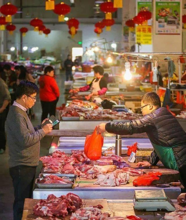 """猪肉价""""奔三""""了,春节前猪价会降吗?专家:好消息来了"""